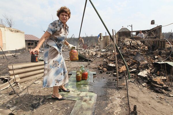 Russia earmarks extra 2.67 bln rubles for wildfire victims - Sputnik International