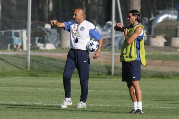 Open training of FC Zenit in St. Petersburg. Luchano Spaletti (left) and football player Miguel Danni - Sputnik International
