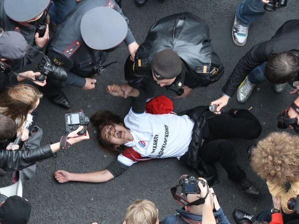 Police break up protest rallies in Moscow, St. Petersburg - Sputnik International