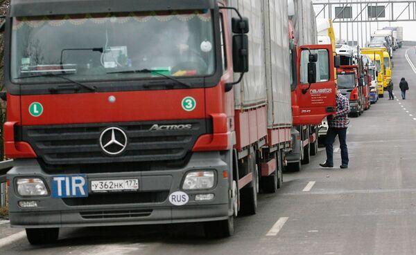 Thousands of Chinese trucks stuck in 75-mile traffic jam - Sputnik International