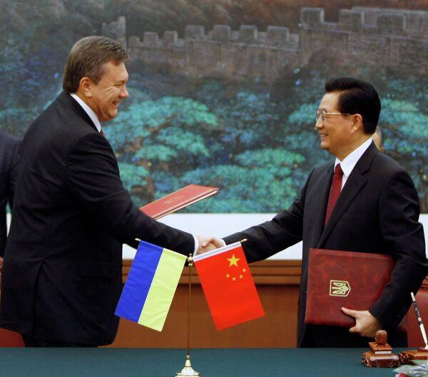 Ukraiinian President Viktor Yanukovych and his Chinese counterpart Hu Jintao  - Sputnik International