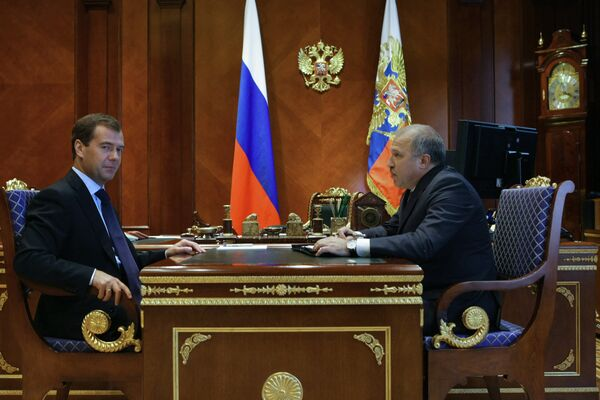 Russian President Dmitry Medvedev instructed the government to introduce Rosneft oil company Acting President Eduard Khudainatov for the position of the company's president - Sputnik International