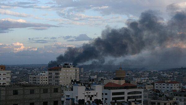 Israeli airstrike hits Gaza - Sputnik International