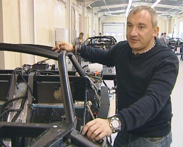 Marussia Motors president demonstrates how Russia's first sports car is assembled - Sputnik International