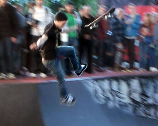 Skateboarding masters show off in Moscow - Sputnik International