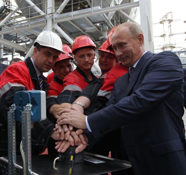 How politicians launch plants with one hand - Sputnik International