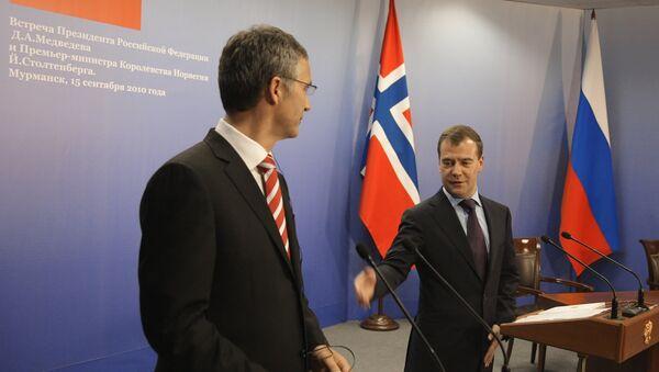 Norwegian Prime Minister Jens Stoltenberg and Russian President Dmitry Medvedev - Sputnik International