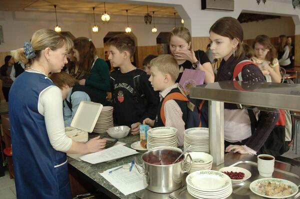 Prosecutors probe stomach infection outbreak among pupils in Volga area - Sputnik International