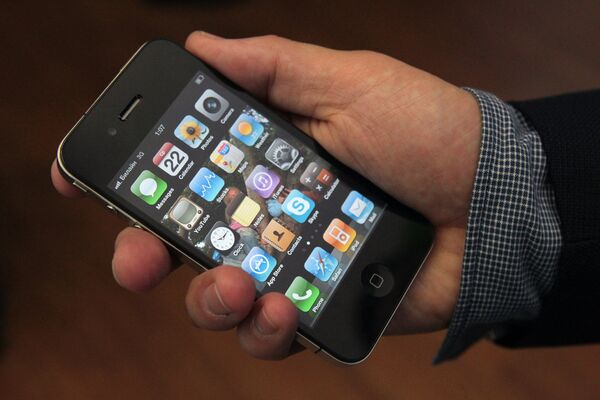 Moscow goes crazy for iPhone 4  - Sputnik International