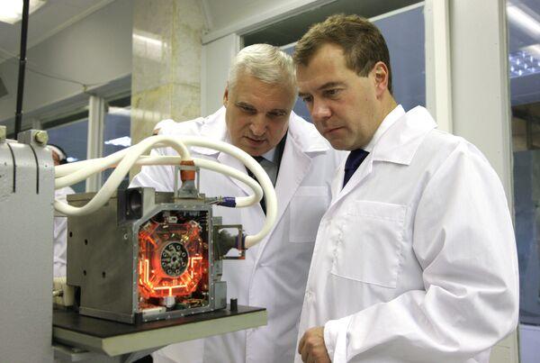 Russian President Dmitry Medvedev at Ramenskoye Instrument Engineering Plant - Sputnik International