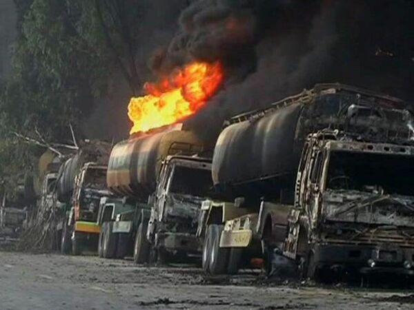 Militant attacks on NATO trucks increase as Pakistani crossing remains closed - Sputnik International