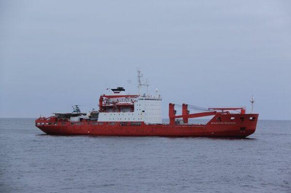Two Russian research vessels meet in Laptev sea - Sputnik International