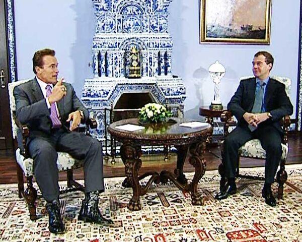 Medvedev wishes he could make Schwarzenegger Moscow mayor - Sputnik International