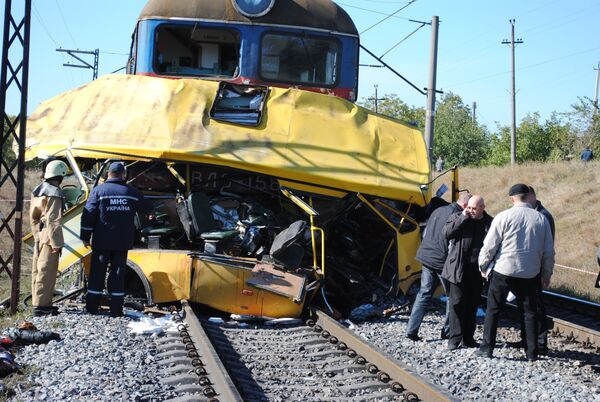 A bus and a train collided in eastern Ukraine in October - Sputnik International