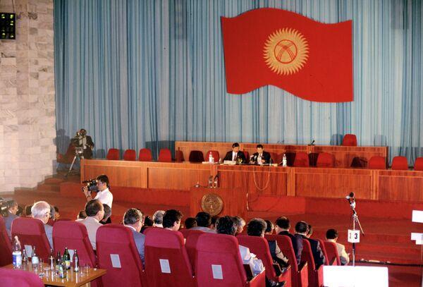 Parliamentary session in Kyrgyzstan - Sputnik International