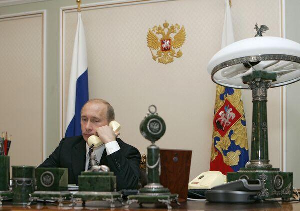 During the visit, Putin will meet with Ukrainian President Viktor Yanukovych and Prime Minister Mykola Azarov. - Sputnik International