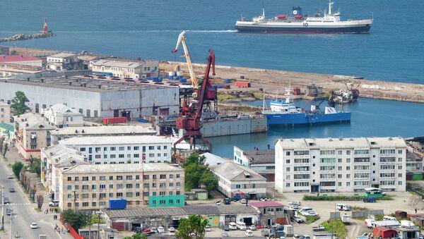 Kholmsk - Vanino freight ferry of the Sakhalin Shipping Company entering the port of Kholmsk. - Sputnik International