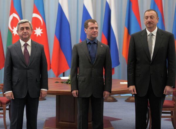 Russian President Dmitry Medvedev at a meeting with Ilham Aliyev and Serzh Sargsyan - Sputnik International