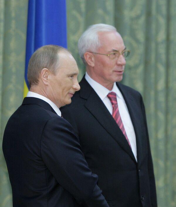 Ukrainian Prime Minister Mykola Azarov and Russian Prime Minister Vladimir Putin in Kiev - Sputnik International