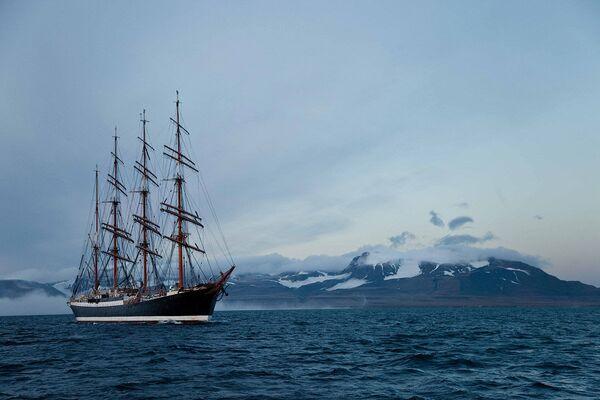 The northern voyage of the Sedov - Sputnik International