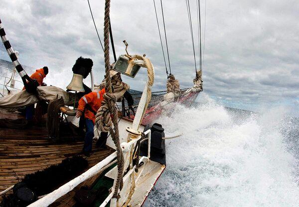 Sedov barque weathers North Sea storm - Sputnik International