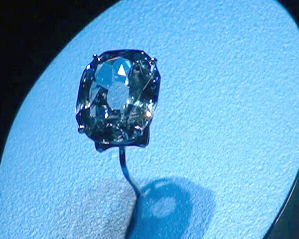 Rare blue diamond on display in New York - Sputnik International