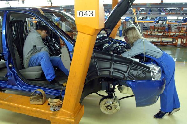AvtoVAZ, Russia's largest carmaker, increased its vehicle sales by 40.4 percent year-on-year to 418,010 cars from January to October 2010... - Sputnik International