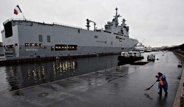 Mistral-class helicopter carrier - Sputnik International