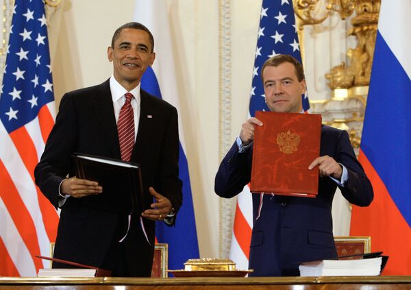 Barack Obama and Dmitry Medvedev signed the new arms cuts treaty on April 8 in Prague - Sputnik International