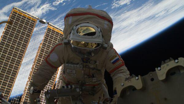 Two Russian cosmonauts conduct spacewalk - Sputnik International