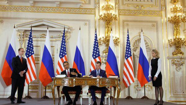 Dmitry Medvedev and Barack Obama signing the START treaty on April 8, 2010. - Sputnik International