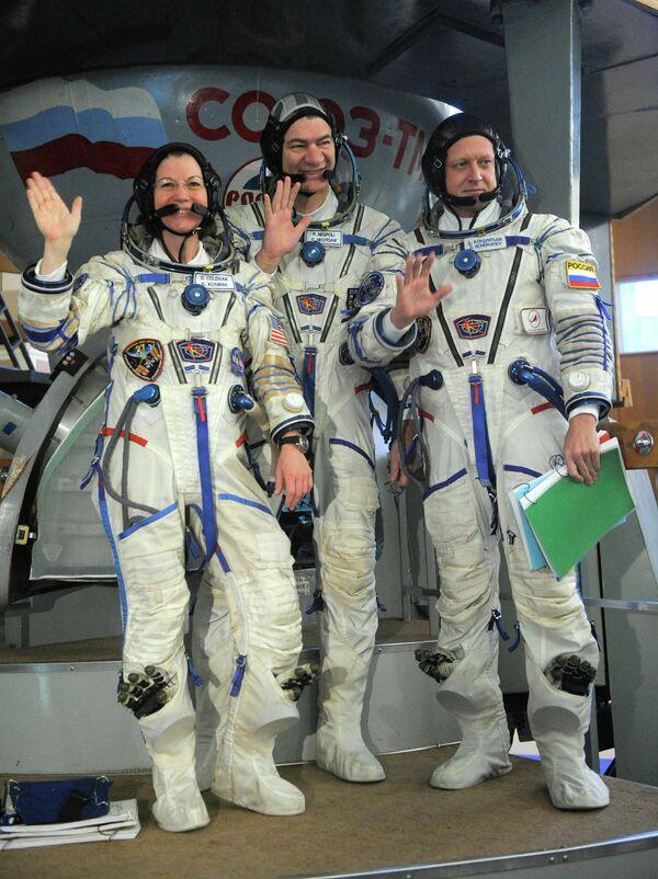 Catherine Coleman,Paolo Nespoli and  Dmitry Kondratyev (left to right) - Sputnik International