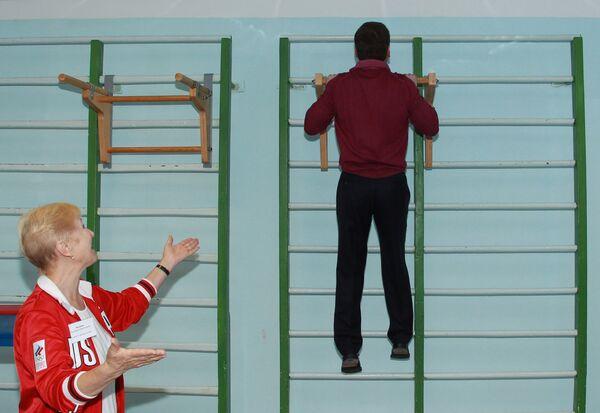 Dmitry Medvedev visits a gym and a kindergarten - Sputnik International