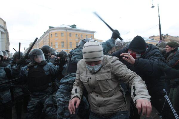 Three injured as football hooligans run amok in central Moscow - Sputnik International