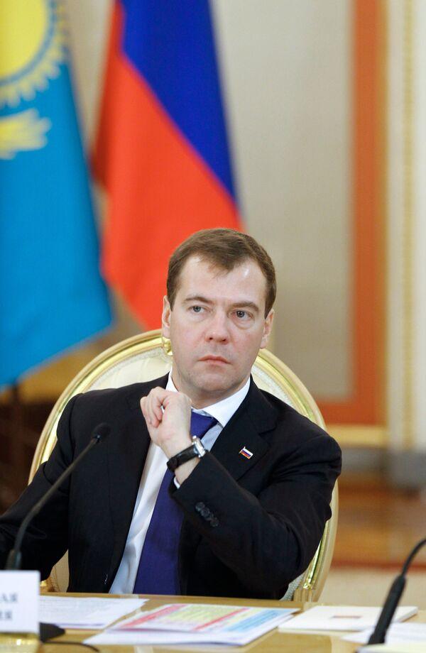 Dmitry Medvedev and his Turkmen colleague Gurbanguly Berdymukhamedov - Sputnik International