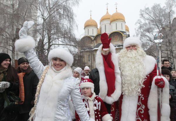 Father Frost arrives at the Kremlin's Sobornaya Square - Sputnik International