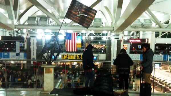 Пассажиры в аэропорту имени Джона Кеннеди в Нью-Йорке - Sputnik International