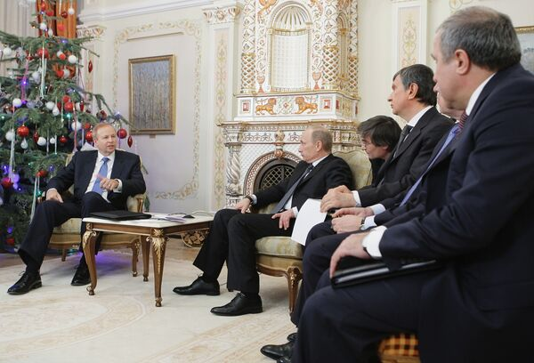 Russian Prime Minister Vladimir Putin meets with BP chiefs - Sputnik International