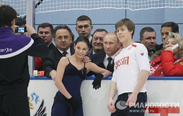 Vladimir Putin tries his hand at curling - Sputnik International