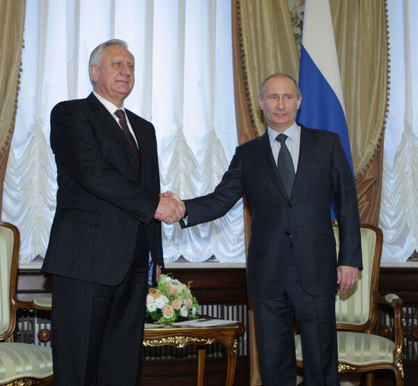 Vladimir Putin and Mikhail Myasnikovich - Sputnik International