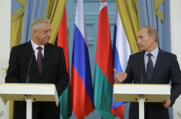 Mikhail Myasnikovich and  Vladimir Putin - Sputnik International