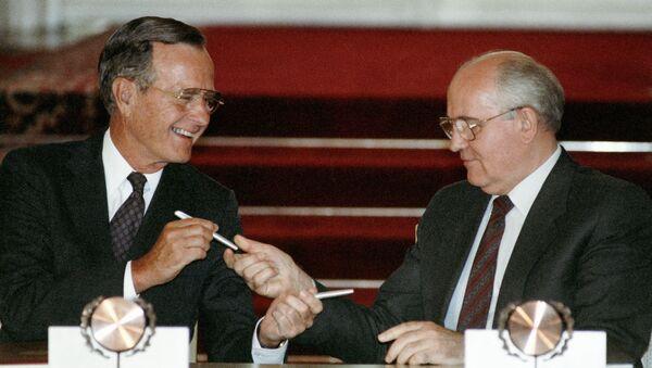 Джордж Буш и Михаил Горбачев - Sputnik International