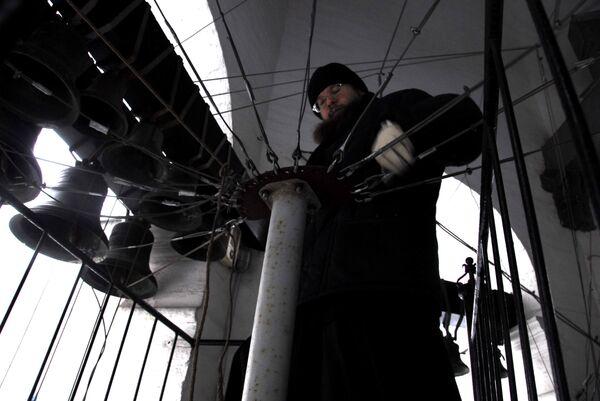 Bell-ringer rings small bell  - Sputnik International
