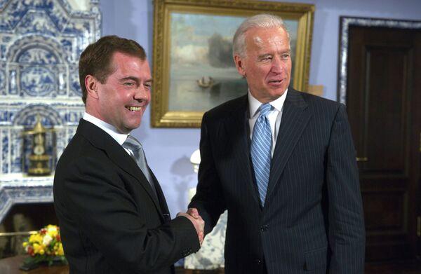 Dmitry Medvedev and Joe Biden - Sputnik International