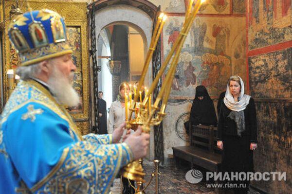 Patriarch Kirill and Svetlana Medvedev release doves on Annunciation Day  - Sputnik International