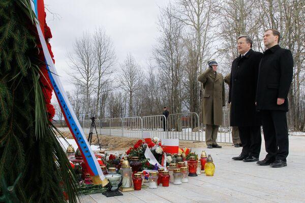 Russian President Dmitry Medvedev and his Polish counterpart Bronislaw Komorowski  - Sputnik International