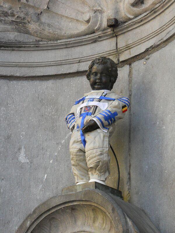 Brussels dresses Manneken Pis in spacesuit to honor Gagarin - Sputnik International