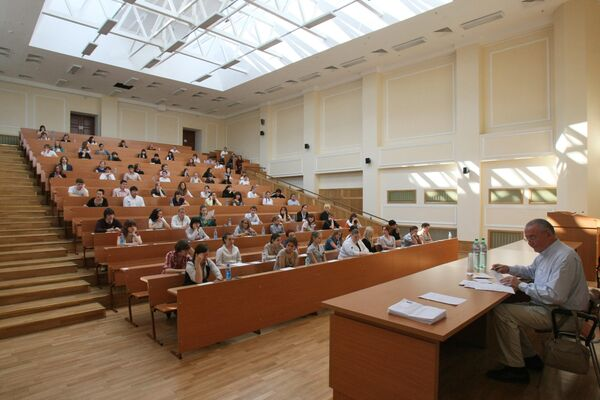 According to the Education at a Glance 2012 report, 54% of Russians aged 25-64 hold academic degrees - Sputnik International