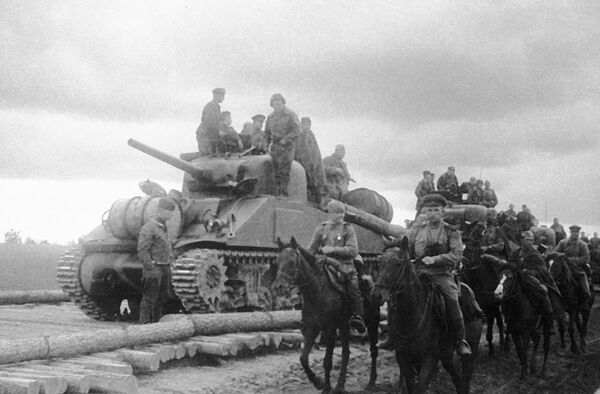 South-Western front cavalry detachment and tank unit on land-leased American Sherman tanks.Archive - Sputnik International