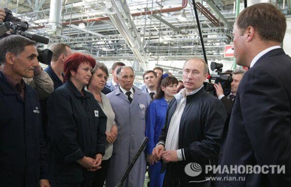 Putin tests new Russian car Lada Granta  - Sputnik International